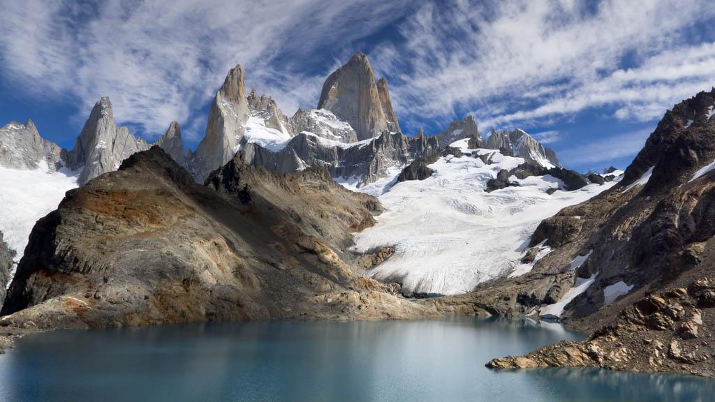 Le Fitz-Toy est un sommet de la Cordillère des Andes. Il est situé en Patagonie dans le parc national de Los Glaciares. Il a été gravi pour la première fois par Lionel Terray et Guido Magnone.
