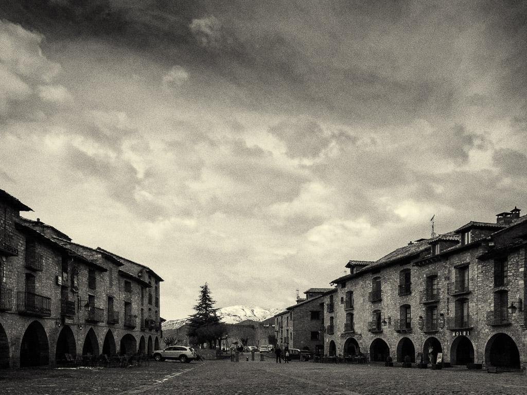 Place centrale d'Ainsa